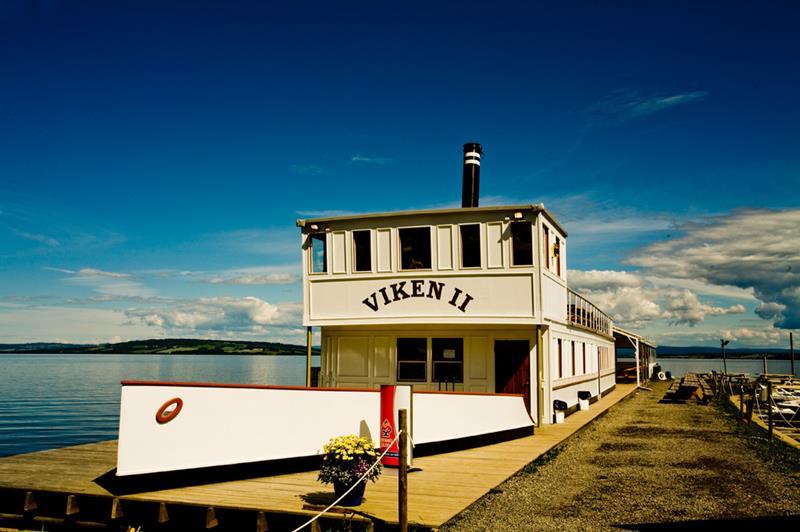 Das Boots-Restaurant Viken in der Bucht von Totenvika