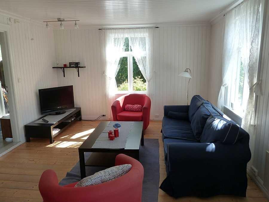 Im Wohnbereich - Sitzecke Nummer 1 - mit Sat-TV