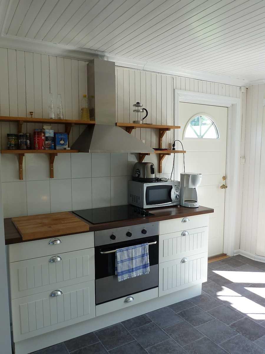 In dieser Küche fehlt es an nichts - von der Spülmaschine bis zum Toaster - alles ist vorhanden.