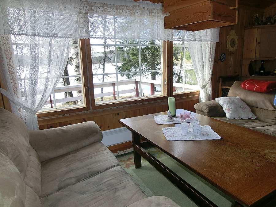 Der Sitzbereich mit Blick auf den See