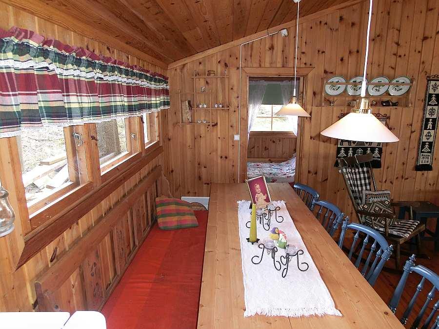 Der große Esstisch des Hauses