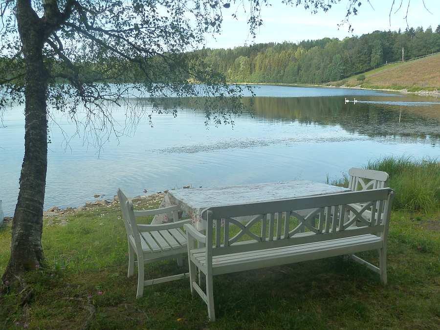 Zusätzlicher Sitzbereich direkt am See