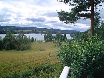 Blick vom Balkon des Ferienhauses Elgstad auf den Fluss Glomma