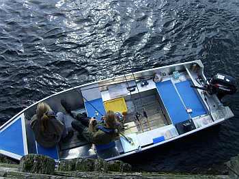 Viel Platz in dem 14 Fuß ALU-Angelboot mit 6 PS -4-Takt Motor