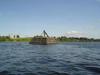 Die künstlichen Inseln mitten im Flusslauf sind perfekte Standplätze für viele Fische