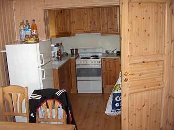 Die komplett ausgestattete Küche von Haus Guttersrud
