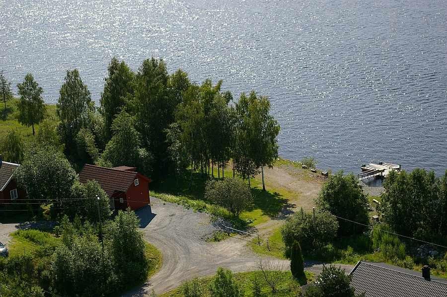 Haus Guttersrud liegt direkt am Flußufer!