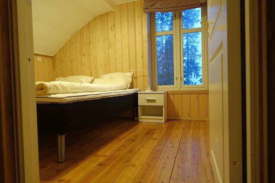 Zugang zu dem Schlafzimmer mit dem Doppelbett