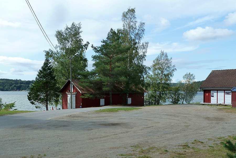 Das Sommer-Kultur-Café 'Fløterhakan' und die Holzflösser-Ausstellung auf der Landzunge Sandstangen