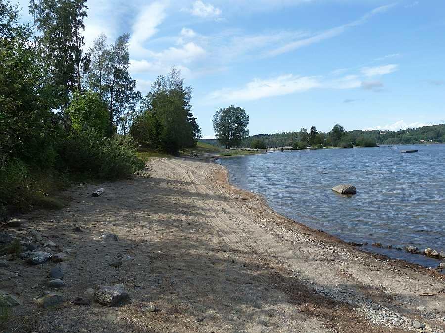 Direkt bei Bootssteg beginnen die Sandstrände der Halbinsel 'Sandstangen' - wer mag kann hier perfekt baden gehen.