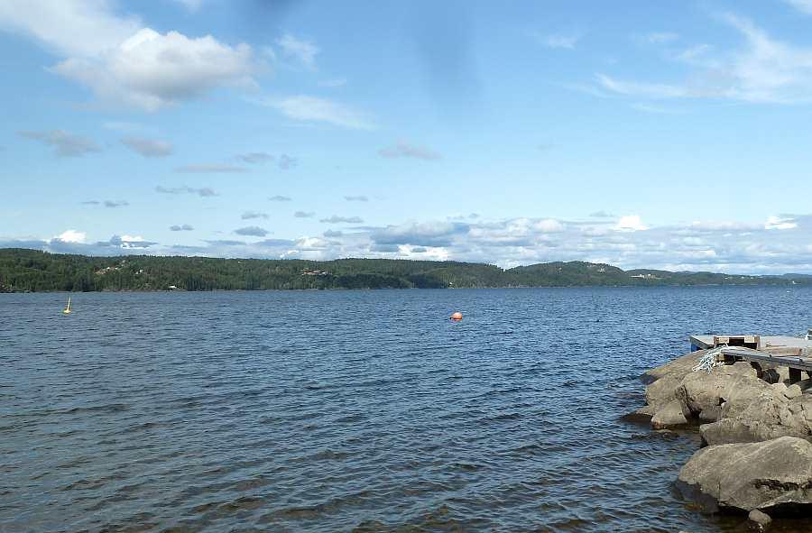 Blick von der Landzunge auf den See Richtung Norden