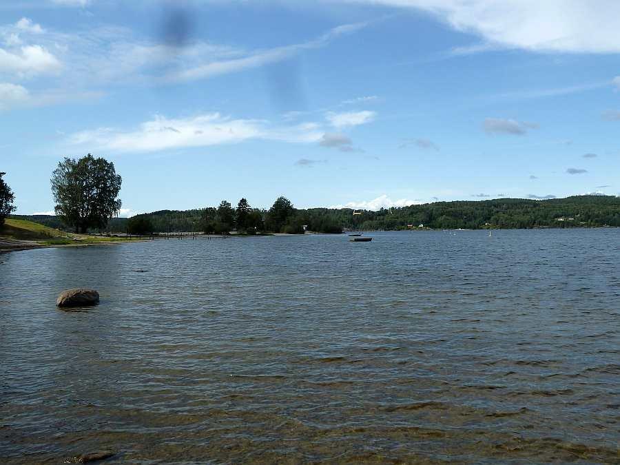 Blick von der Landzunge auf den See Richtung Westen