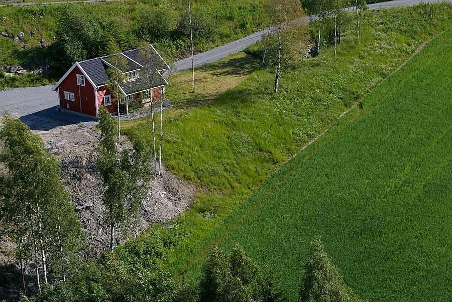 Blick auf das Grundstück des Feriemnhauses