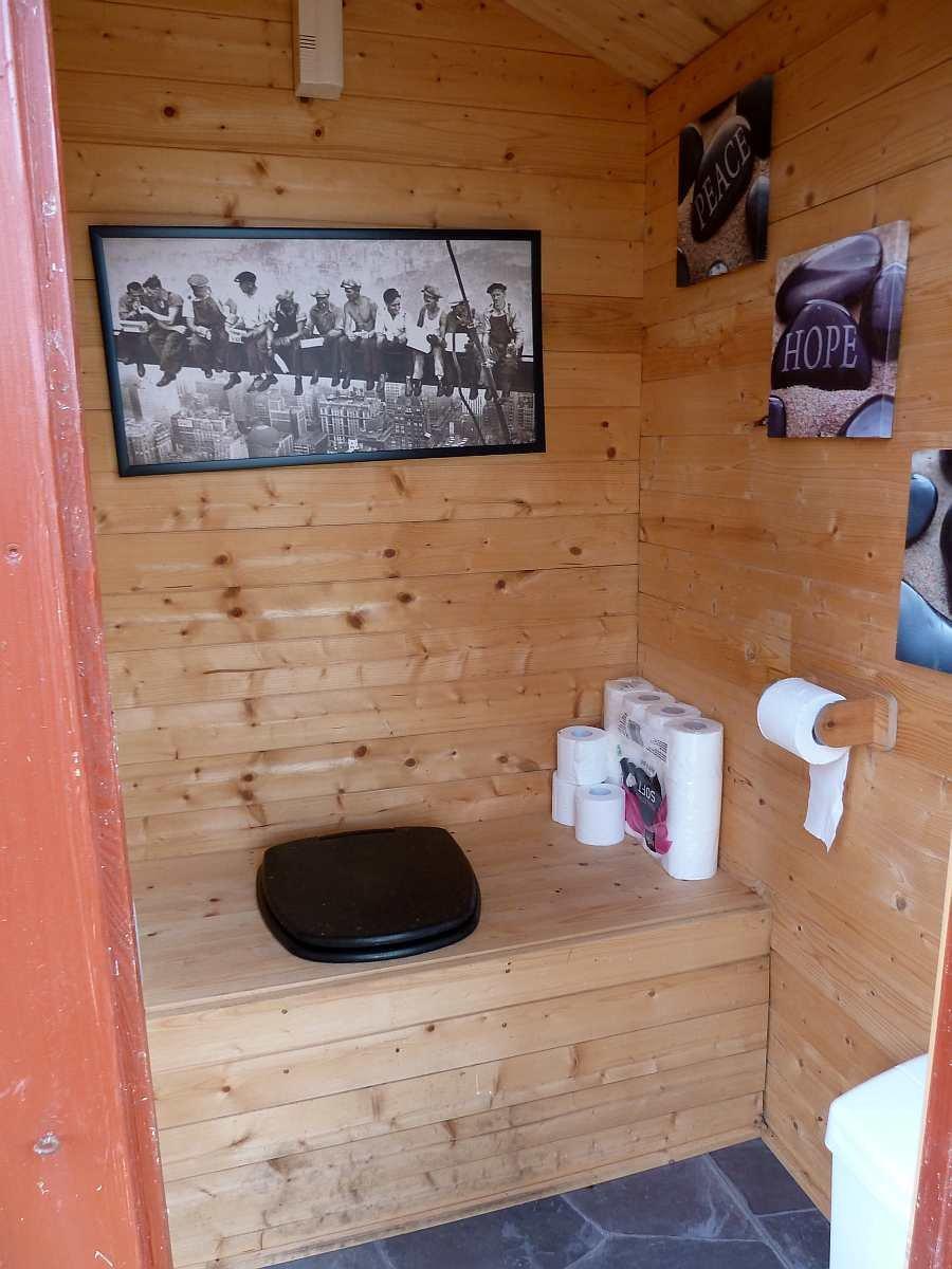 Diese Biotoilette ist sehr ansprechend gestaltet und fast schon als `gemütlich` zu bezeichnen...