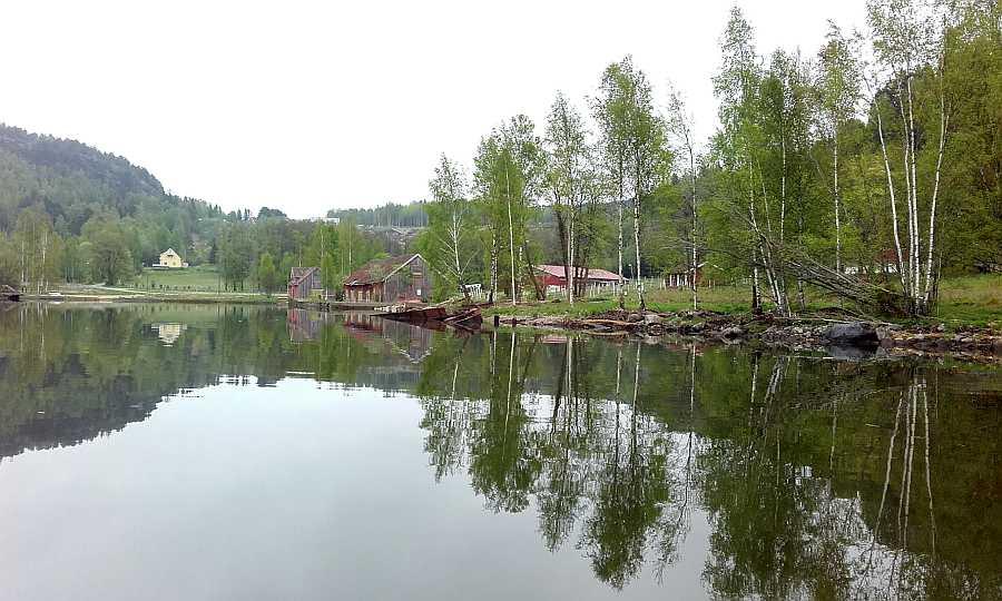 Schiffswracks, alte Gebäude aus der Holzflösserzeit am Ufer... eine ganz besondere Atmosphäre wartet auf Sie an diesen Stellen