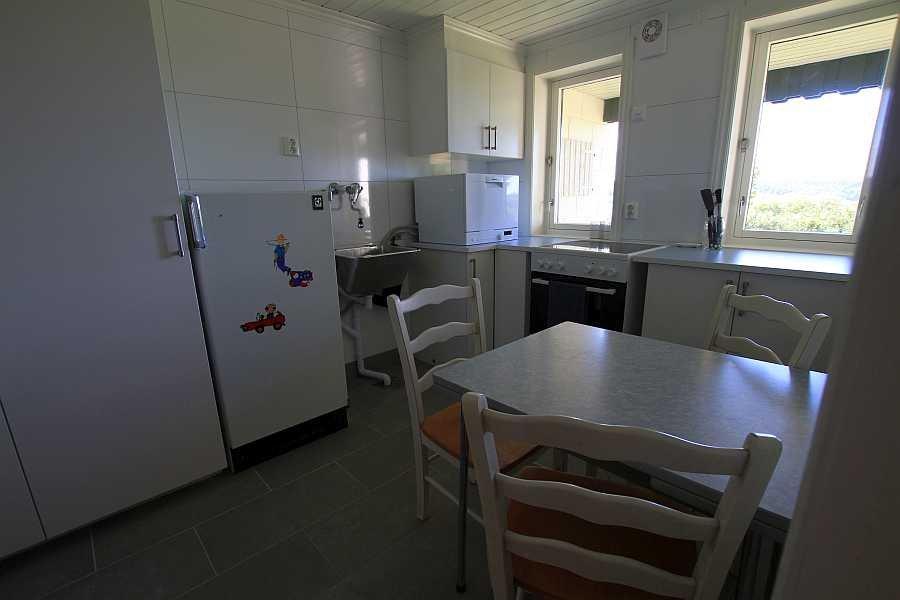 Von der Spülmaschine bis zur Kaffeemaschine ist alles Notwendige in der Küche vorhanden