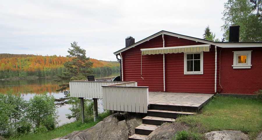 Das Haus verfügt über drei verschiedene Veranda- bzw. Terrassen-Bereiche