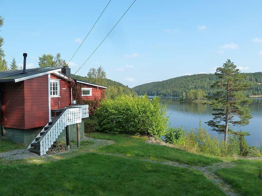 Vom Ferienhaus sind es nur 25 Meter bis zum Wasser