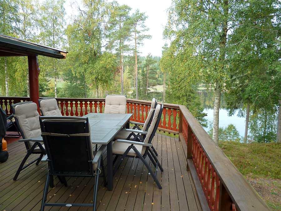 ... und auch Blick auf den See neben und hinter dem Haus!