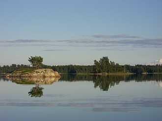 Am See Kornsjøen liegt ein weiteres Motorboot