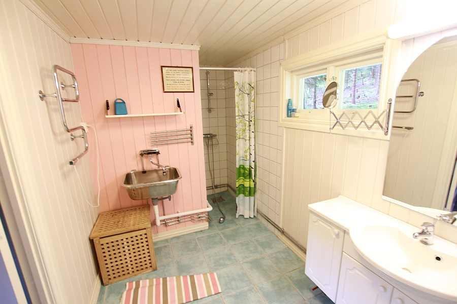 Das große Bad mit Dusche