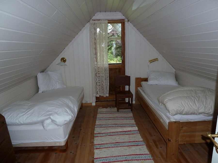 Eines der beiden Schlafzimmer mit zwei Einzelbetten