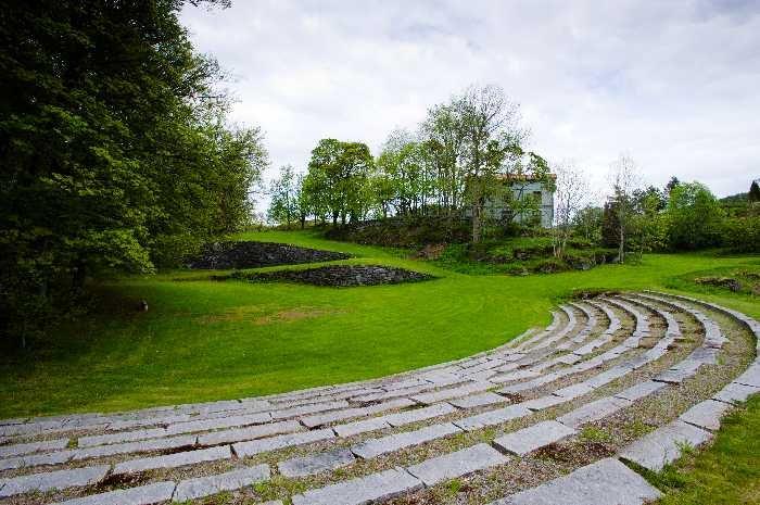 Der Gutshof verfügt über ein eigenes, kleines Amphitheater