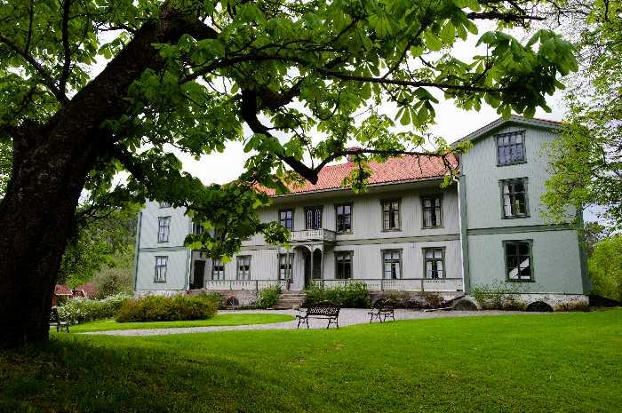 Hauptgebäudes des historischen Gutshofes Berby Herregård