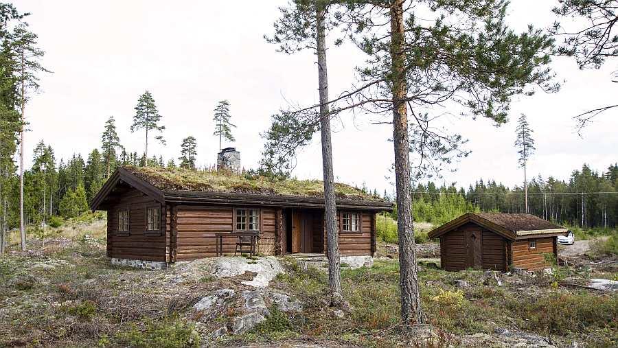 Ferienhaus Bråtasetra - Haupthaus und Nebengebäude -  Alleinlage auf einem großen Naturgrundstück umgeben von viel Wald