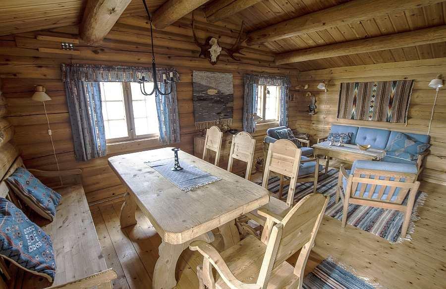 Der Wohnbereich des Ferienhauses - Sitzecke und Esstisch
