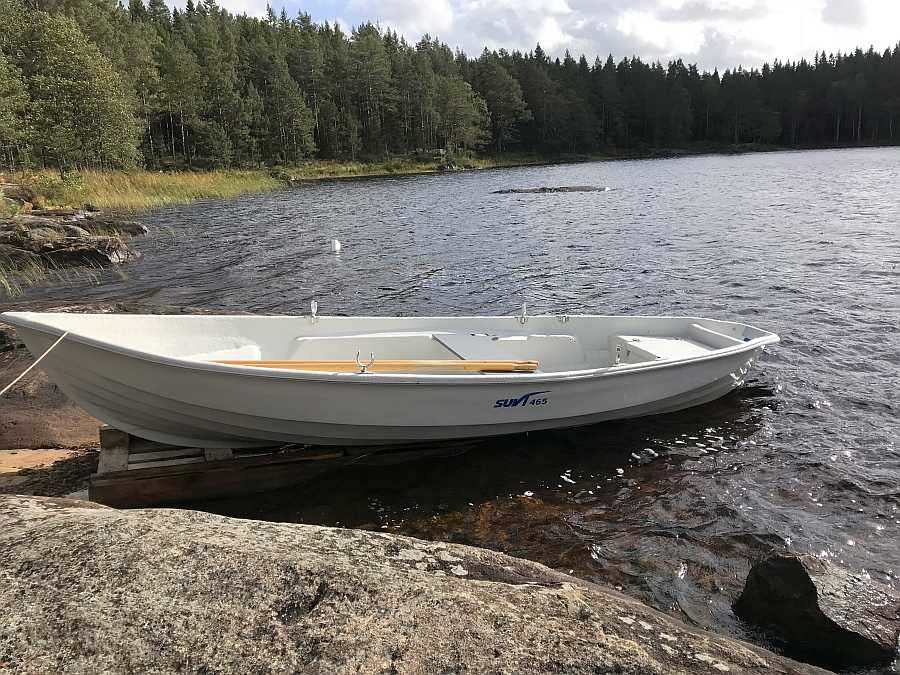 Bereits im Preis enthalten - eines der zwei Ruderboote mit 15 Fuß Länge
