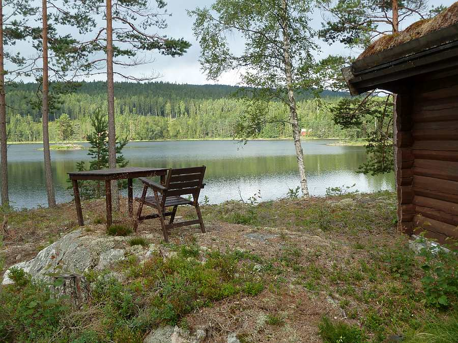 Ferienhaus Bråtasetra liegt direkt am Seeufer eines völlig unbefischten Hechtsees
