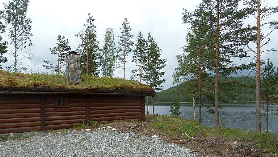 Alleinlage am See. Es gibt nur noch ein weiteres Wohnhaus an diesem Gewässer - auf der gegenüberliegenden Uferseite