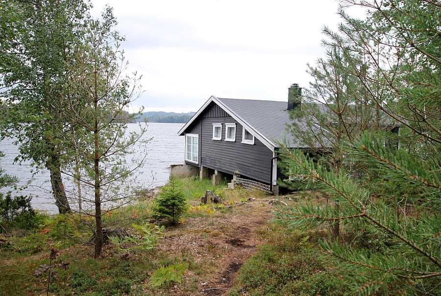 Ferienhaus Brøken liegt auf einem eigenen großen Naturgrundstück