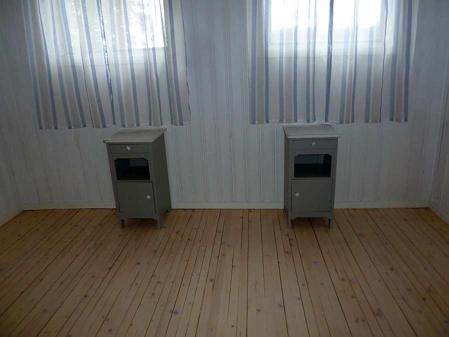 Das Bad und die beiden Schlafzimmer werden  z.Zt. renoviert.  Dieses Schlafzimmer mit zwei Einzelbetten  - zum Doppelbett vereinbar - ist fast fertig - neue Bilder der Schlafzimmer und des Bads folgen in Kürze