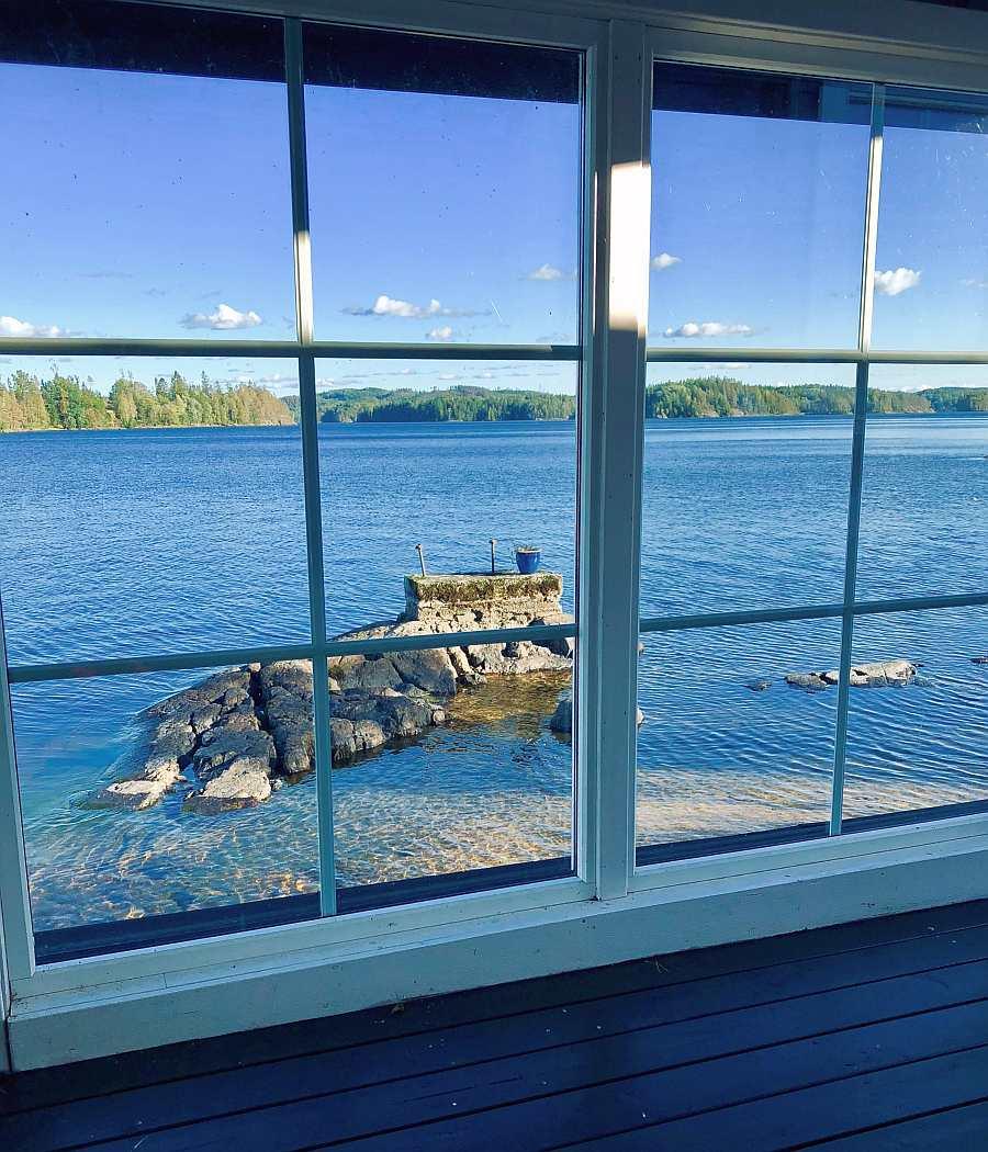 Von der Veranda hat man einen fantastischen Blick auf den See