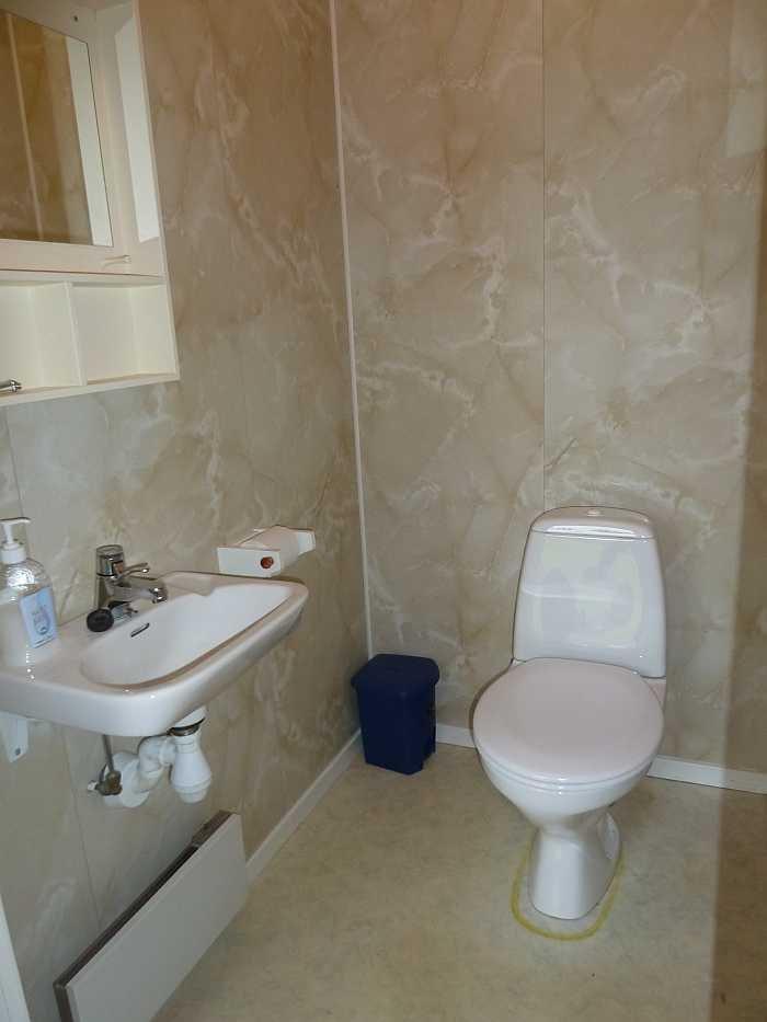 Das WC befindet sich in einem separaten Raum