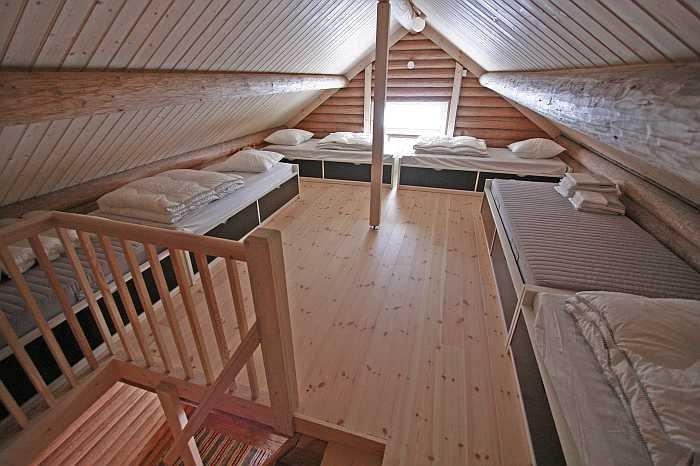 Im Hems des Schlafhauses Staburret finden sich 6 Betten, im EG zwei weitere