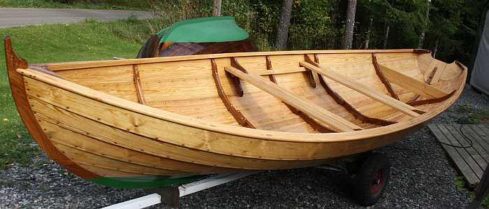 Ein wunderschönes Ruderboot am See Butjenn