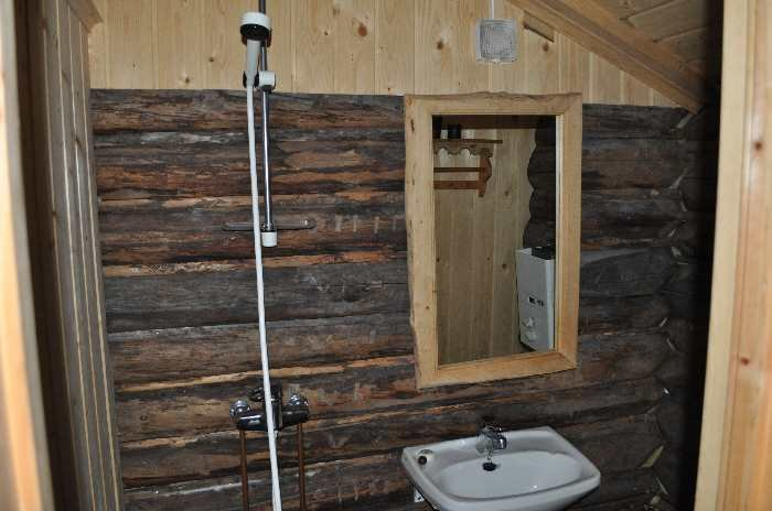 Die Dusche im Badhaus mit fließend warm/kalten Wasser