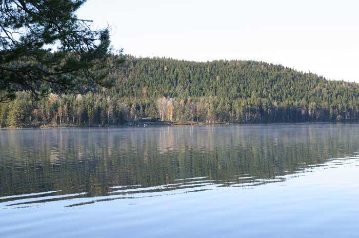 Haus Digernes ist am gegenüberliegenden Ufer zu erkennen.