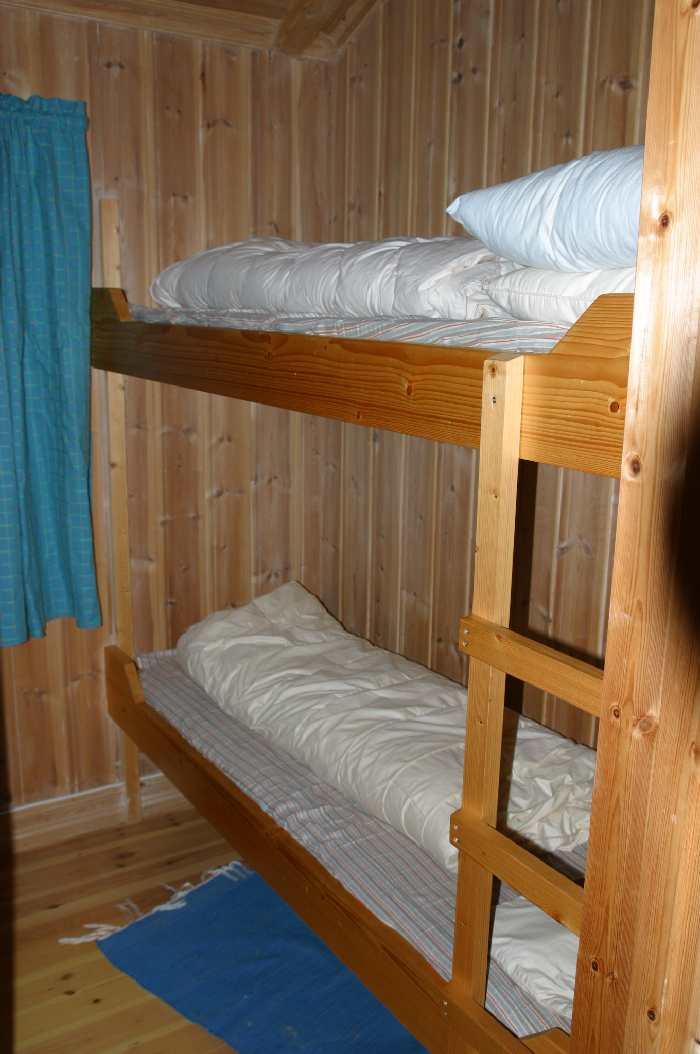 Eines der drei Schlafräume im Haupthaus mit jeweils 1 Etagenbett