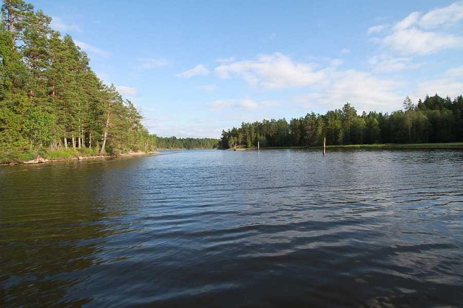 Kurz vor der Mündung der Strømselva in den See Øymarksjøen