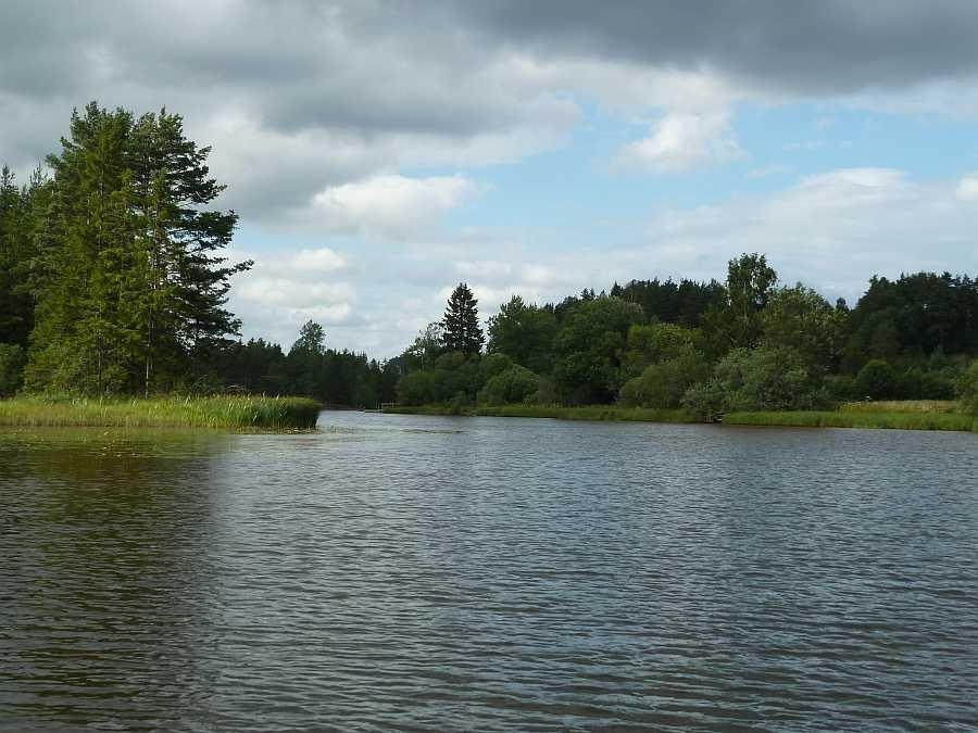 Die Strømselva - die flussähnliche Verbindung zwischen den Seen Aremarkssjøen im Süden und Øymarksjøen im Norden.