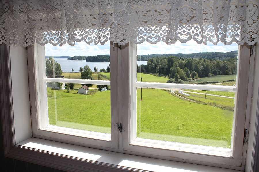 Blick aus dem Küchenfenster auf den See