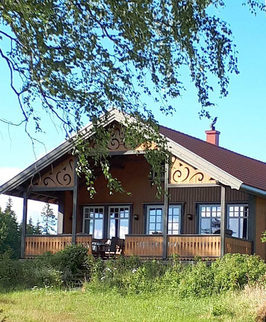 Haus Langenes bietet eine große überdachte Veranda Richtung Westen und mit Blick auf den See