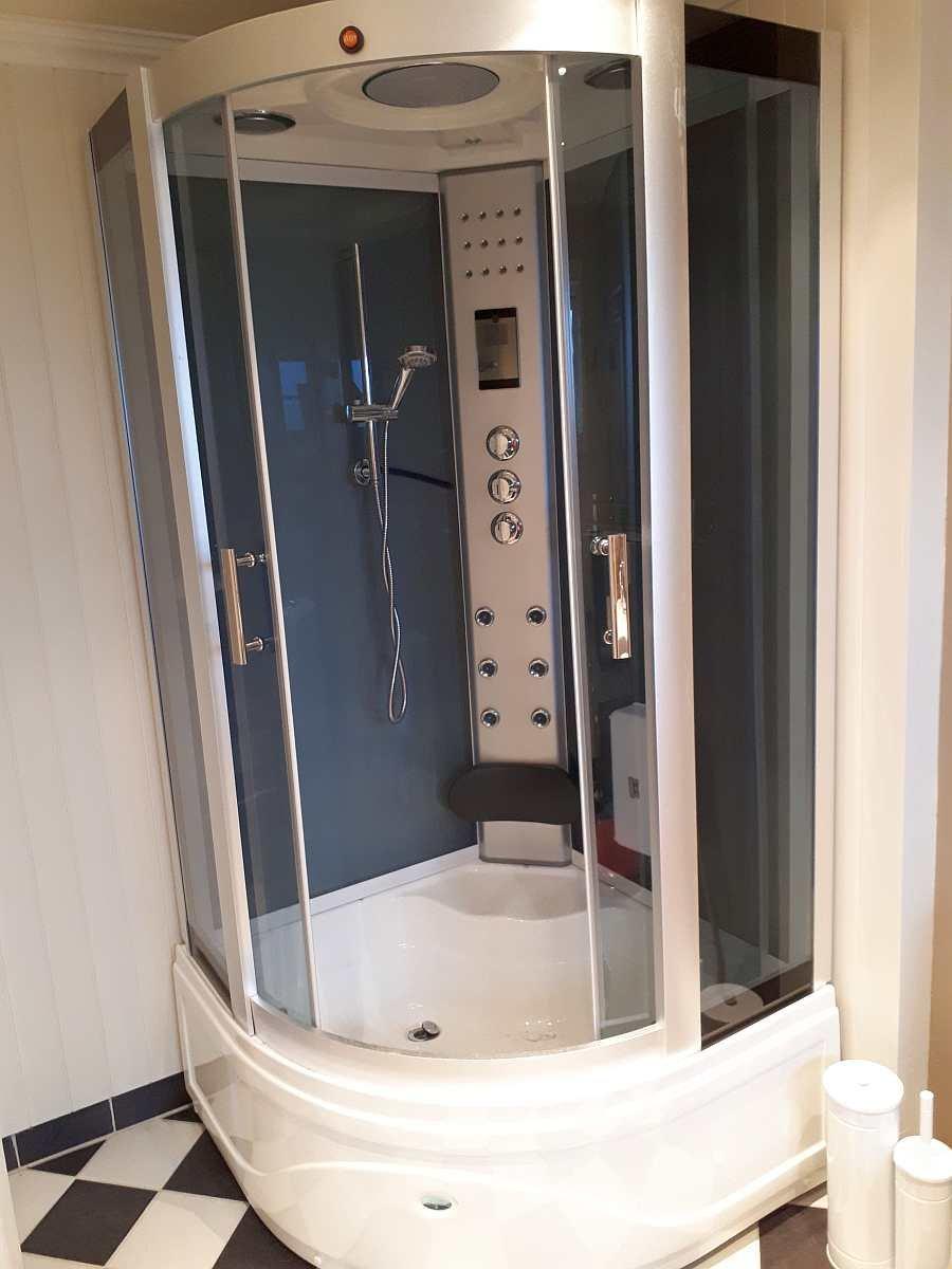 Die moderne Dusche verfügt auch über eine  Dampffunktion