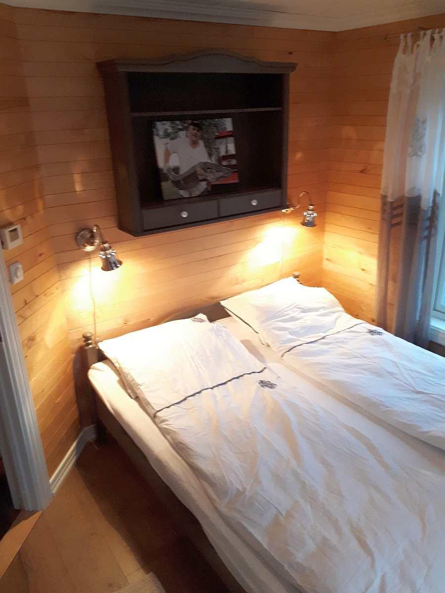Das Schlafzimmer mit 1 Doppelbett im Erdgeschoß des Hauses