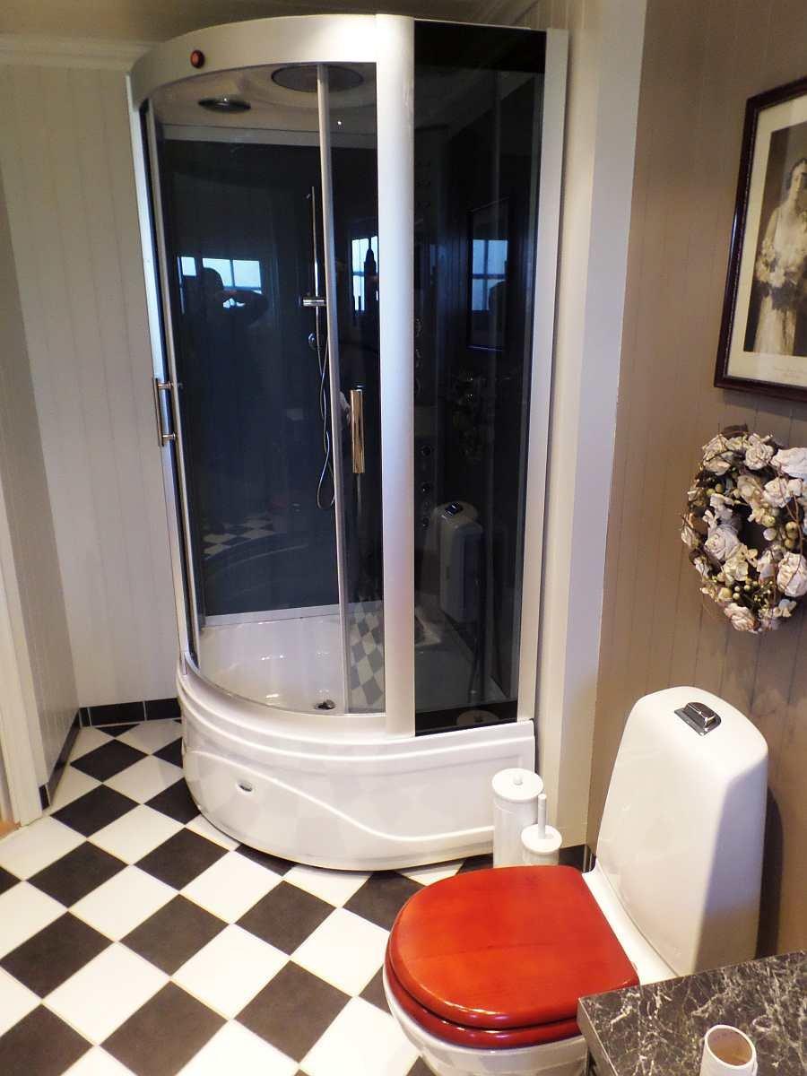 Auch im Badezimmer gibt es Fußbodenheizung