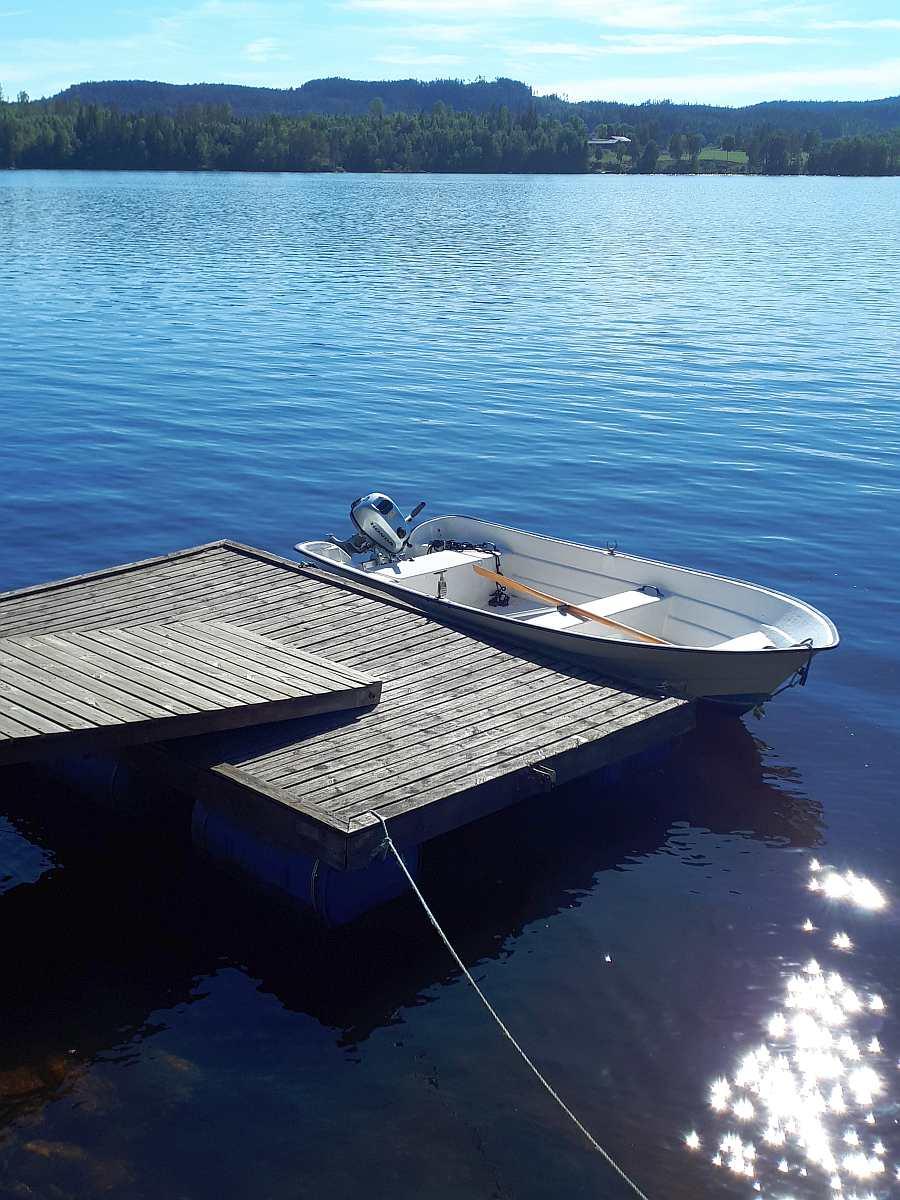 Bereits im Hauspreis enthalten - Angelboot 14 Fuß/6 PS, 4-Takter (hier am eigenen Bootssteg)
